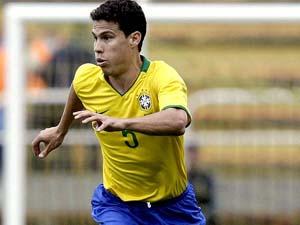 Hernanes con la maglia della nazionale brasiliana