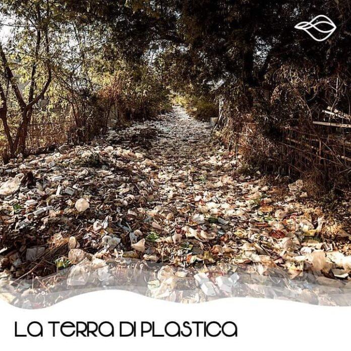 La Terra di plastica