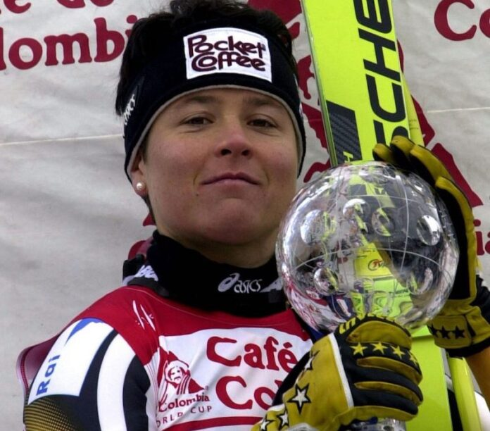 Isolde Kostner con la Coppa del Mondo 2001 di discesa libera