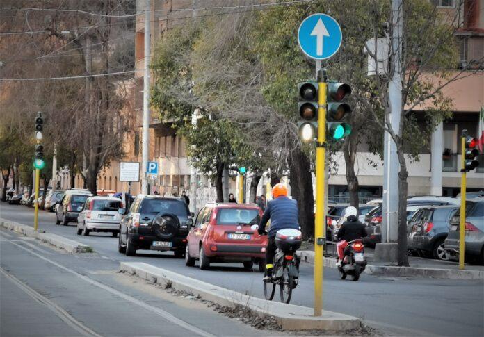 Bici nel traffico a Roma
